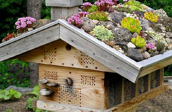 Домики для привлечения насекомых